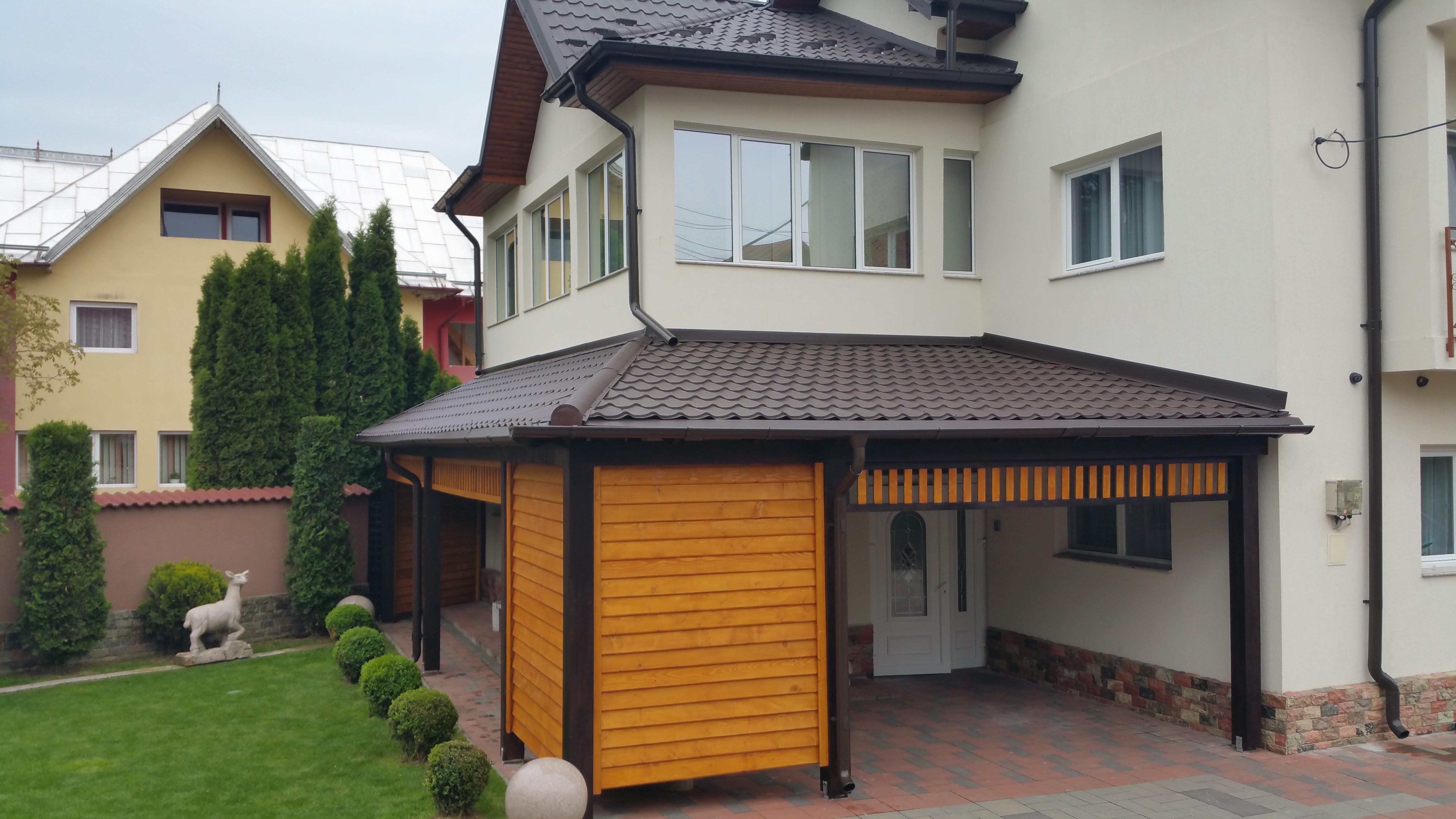 Terase din lemn acoperite cu tigla metalica garduri din for Modele case cu terase acoperite