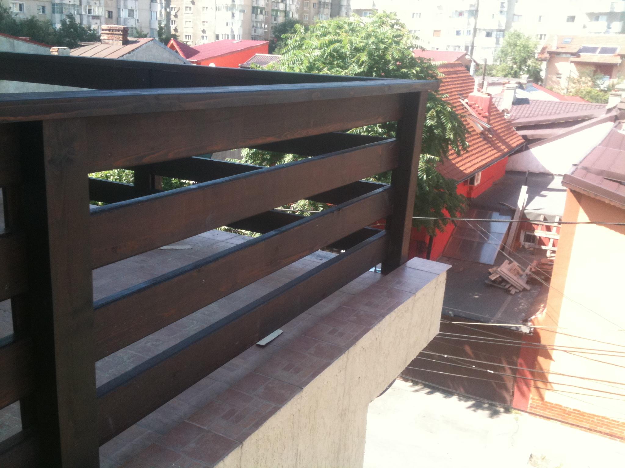 Balustrade din lemn pentru casa garduri din lemn modele for Modele de garduri pentru case