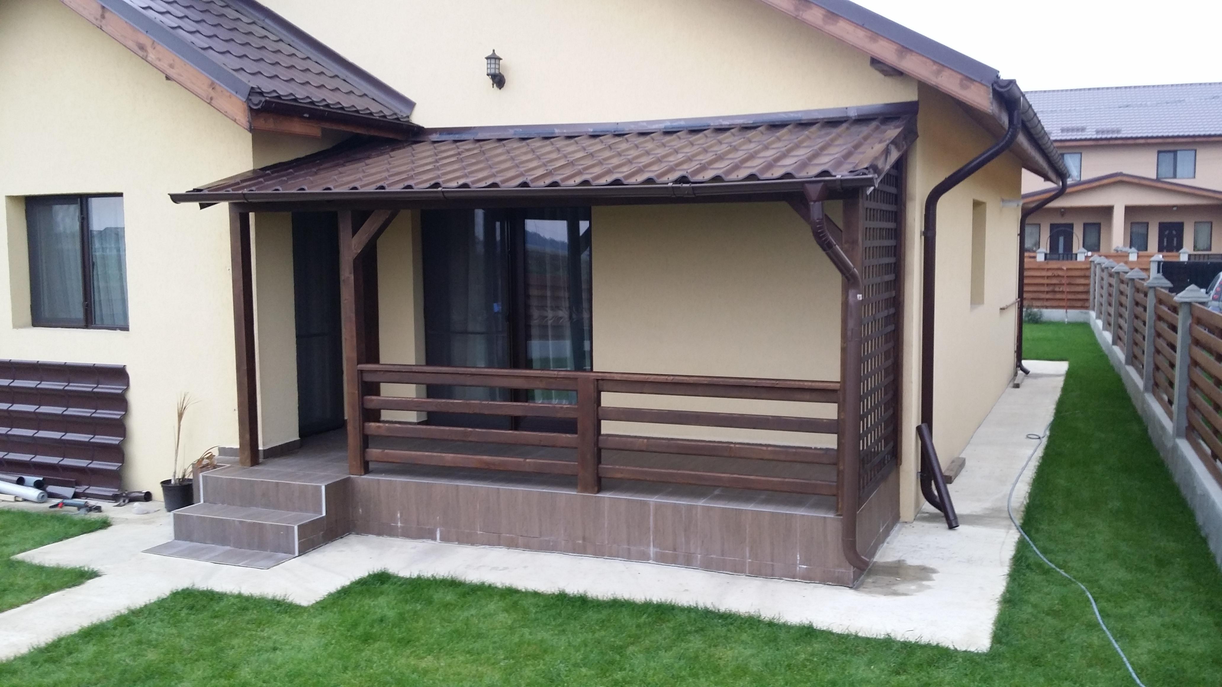 Terase din lemn lipite de casa garduri din lemn modele for Case cu terase