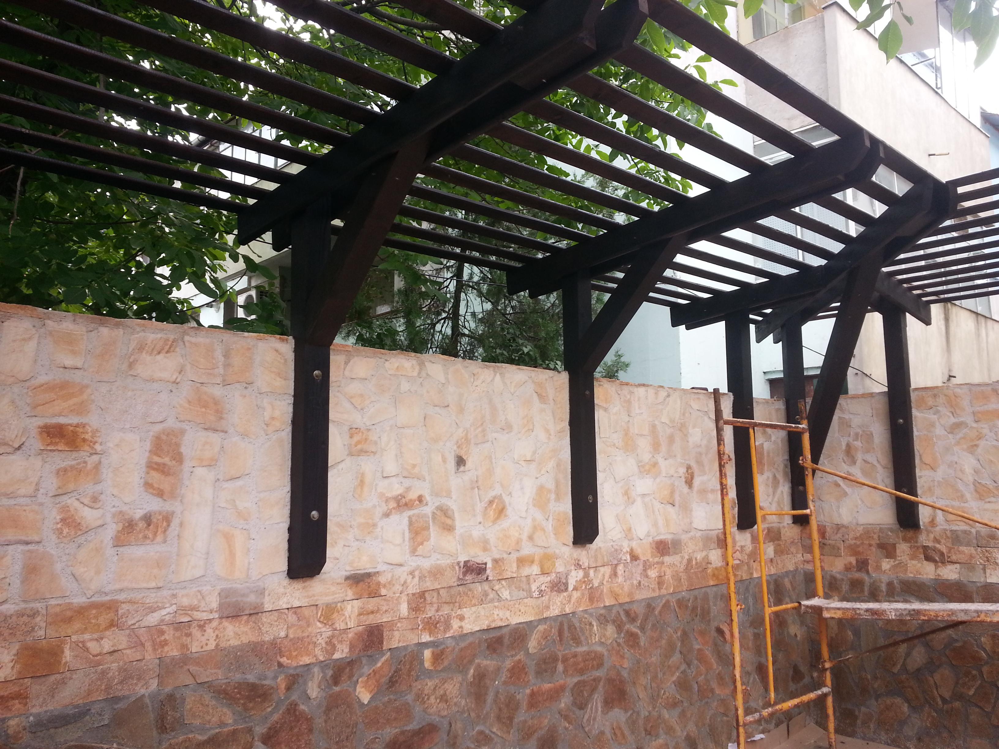 Terase din lemn stratificat garduri din lemn modele for Modele case cu terase acoperite