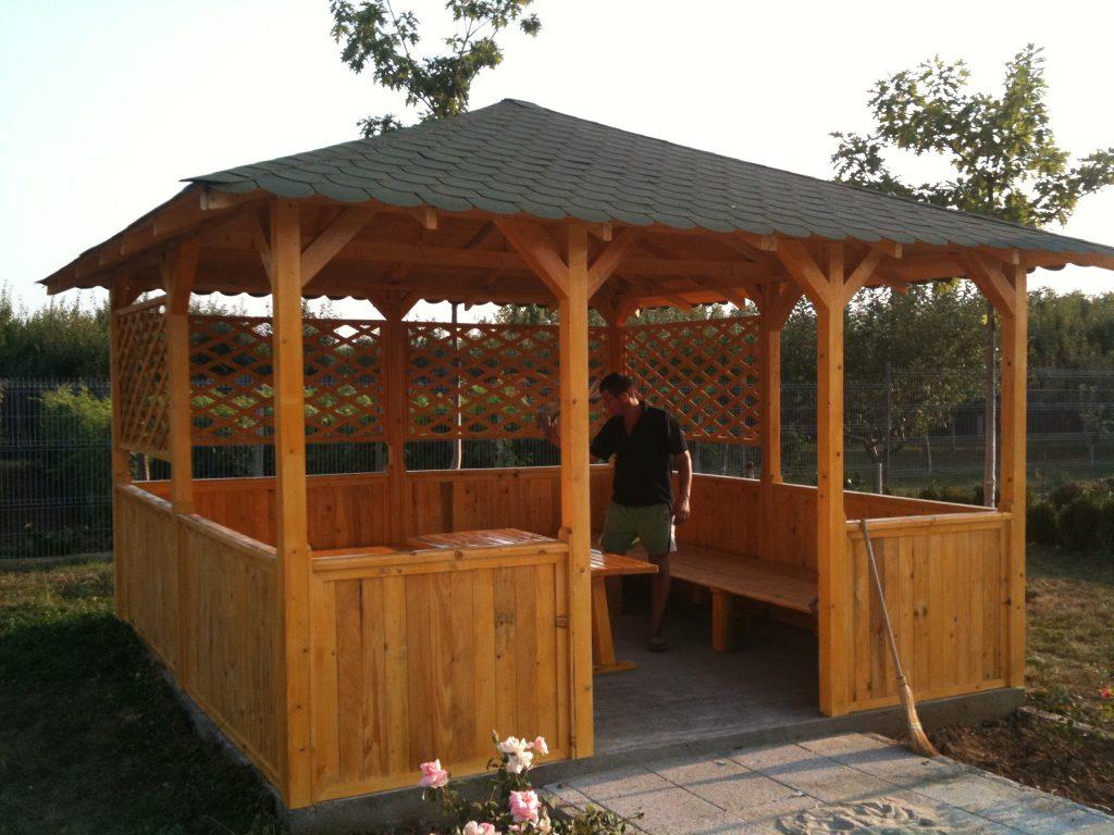 Modele de foisor garduri din lemn modele terase din lemn for Modele de balcon din lemn