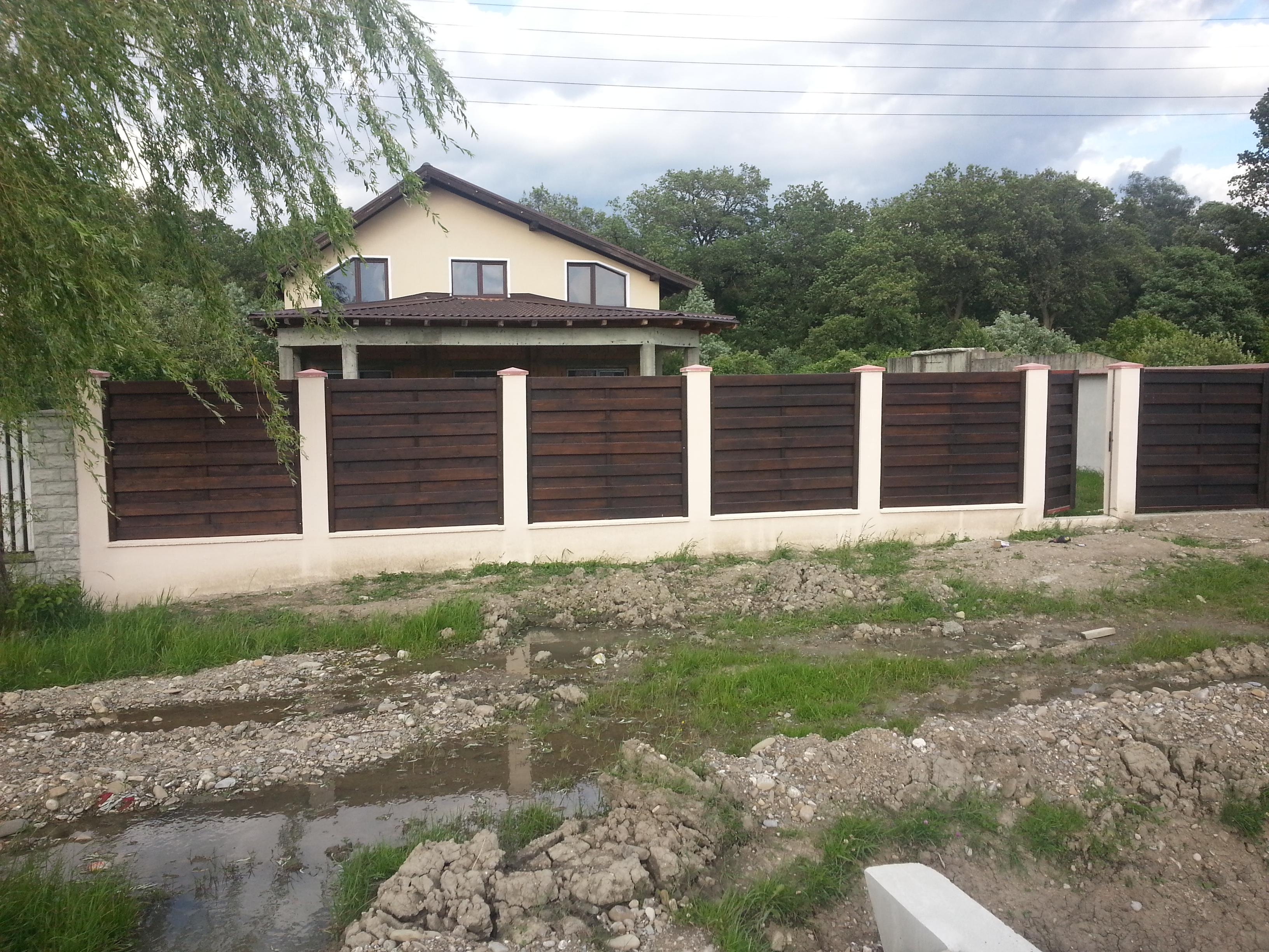 Garduri din lemn buzau garduri din lemn modele terase for Modele de balcon din lemn