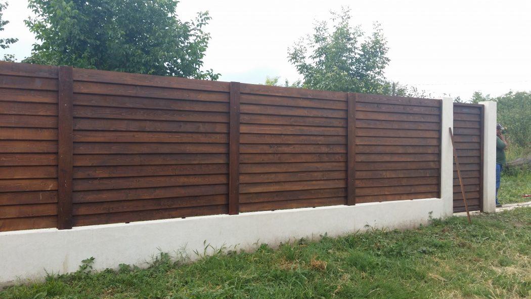 gard beton si lemn garduri din lemn modele terase din lemn. Black Bedroom Furniture Sets. Home Design Ideas
